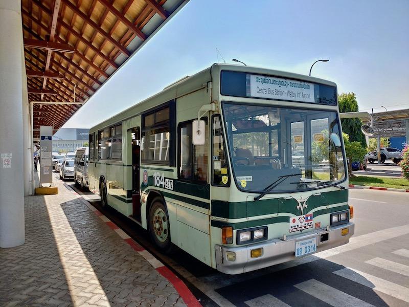 【ラオス】ビエンチャン空港と市内を結ぶ路線バスは京都市交通局?!