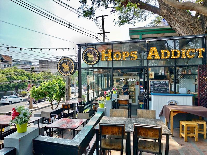 【タイ】バンセンビーチで超薄焼きピザとビールランチ「Hops Addict」