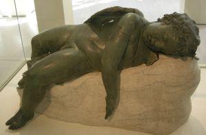 Met,_greek,_bronze_statue_of_sleeping_eros,_3rd_BC-1st_AD_01