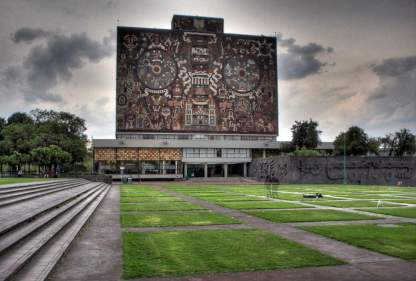 UNAM by day. CEPE, Centro de Enseñanza Para Extranjeros is to the right of this UN heritage library.