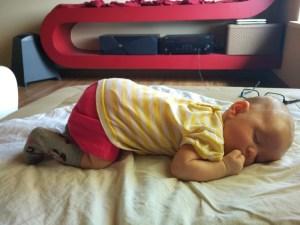Układanie dziecka na brzuchu