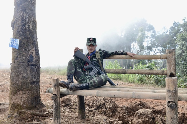 Brenner, Loong - LEE PART 1 – Karen National Liberation Army soldier guarding a mountain checkpoint in Mutraw's morning mist (Photograph by David Brenner)_