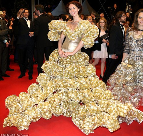 Dress-made-of-biscuit-tins