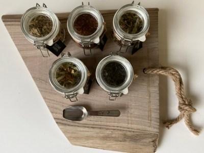 theeplank van hout met 5 smaken losse thee