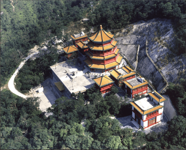 Guan Yin Temple: Flower Ornament and Pure Land Vistas