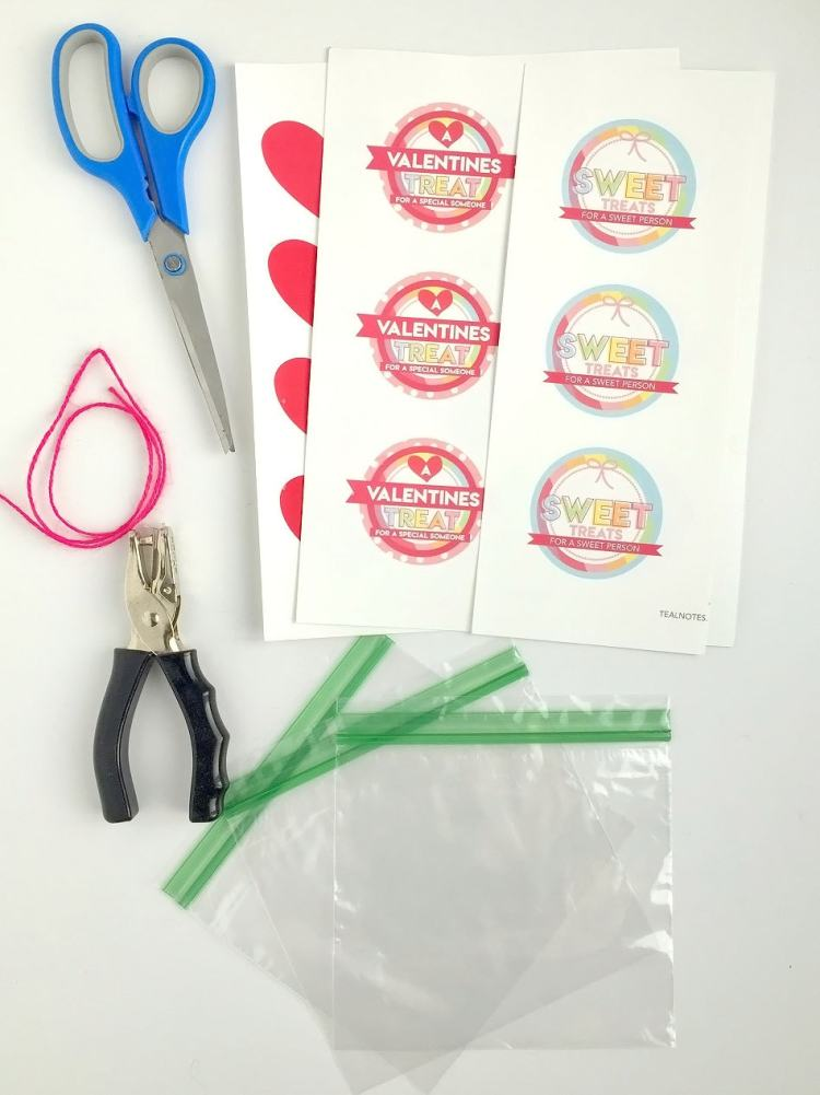 diy gift bag ideas | Goodie bag ideas | how to make small gift bags materials you'll need