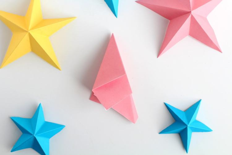 how to make 3D paper stars the easy way | fold your star in half