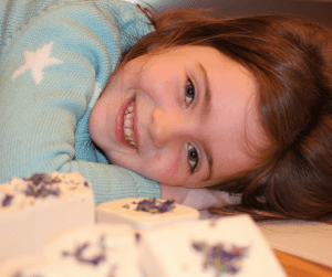 It is good for your kids to be awake after bedtime! Here are 7 reasons why that time between saying good night and falling asleep are beneficial for your kids. #sleep #bedtime #kids #preschooler #babywise Team-Cartwright.com