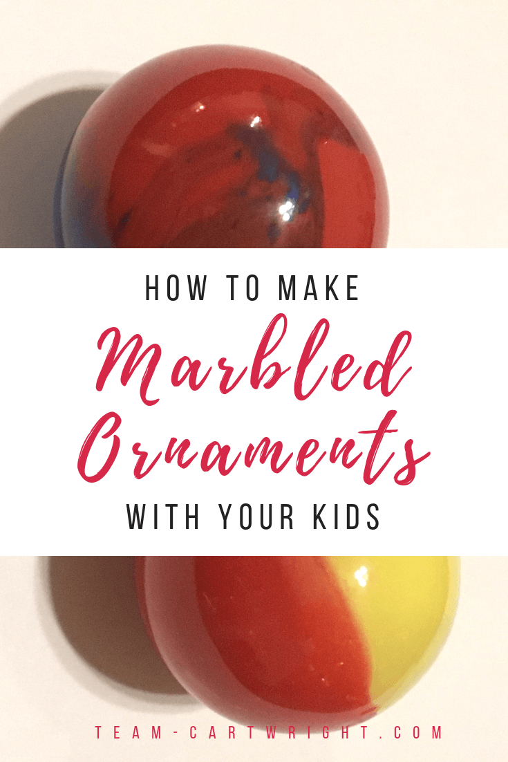 Make fast and fun ornaments with your kids! Make holiday memories while you learn a little color mixing science. #colormixing #christmasscience #christmasSTEM #STEAM #ornaments #christmascraft #holidaycraft #STEM #toddler #preschool #kids #learningactivity #holidaylearning Team-Cartwright.com