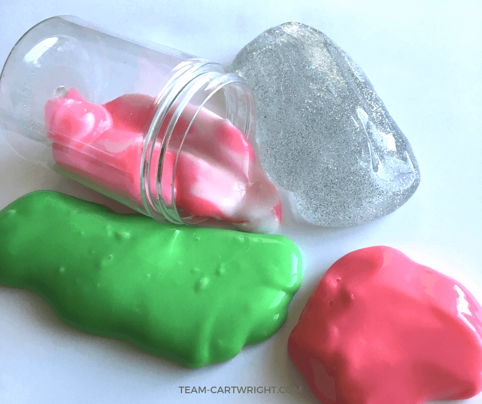 Christmas Slime for kids! Learn how to make 7 easy and fun holiday slimes and enjoy some sensory STEM! #ChristmasSlime #SensoryActivity #ChristmasLearning #LearningActivity #ChristmasCraft #Toddler #preschool #kid Team-Cartwright.com