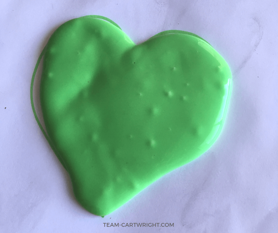 Want to watch the Grinch's heart grow too big? It's easy with this Grinch Slime! Learn how to do this easy sensory activity at home. #ChristmasSlime #GrinchSlime #christmasSensory #SensoryActivity #LearningActivity #STEM #science #toddler #preschool #kids Team-Cartwright.com