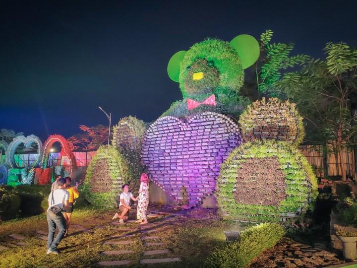 The Garden Travel DIY giant bear, proposal the gardens