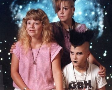 Family Portrait, Punk Kids, Bad Family Photos, Funny Family Photos, Worst Family Photos, Awkward Family photos, Funny Pictures