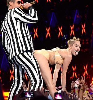 VIDEO REMIX Miley Cyrus 2013 VMA performance twerking Robin Thick