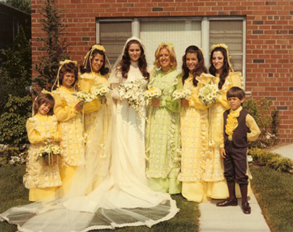 Here Comes The Awkward! 14 Funny Wedding Pictures!