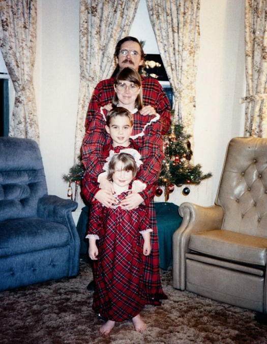 26 Funny Awkward Christmas Photos for the Whole Family ~