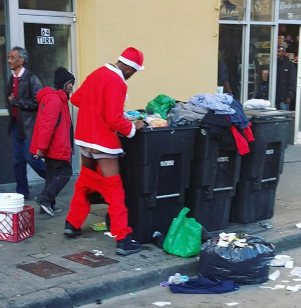 41 Funny Christmas Photos ~ Santa dumpster diving pants down