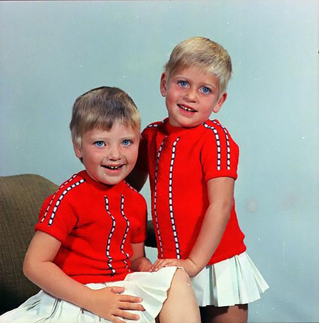Ellen and her twin brother Ellen ~ 33 Awkward Funny Family Photos