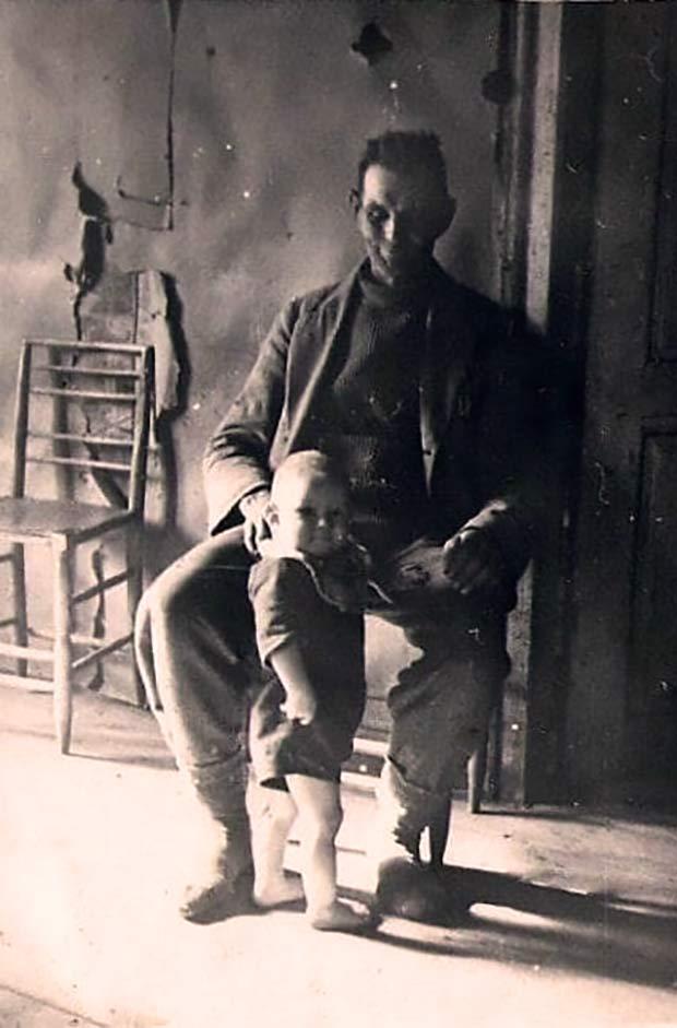 deranged dad scary family ~ old creepy photos