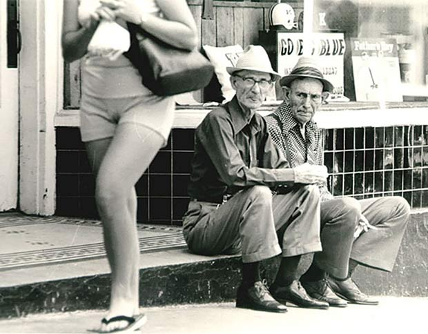 Girl watching ~~ funny pics & memes vintage snap old men