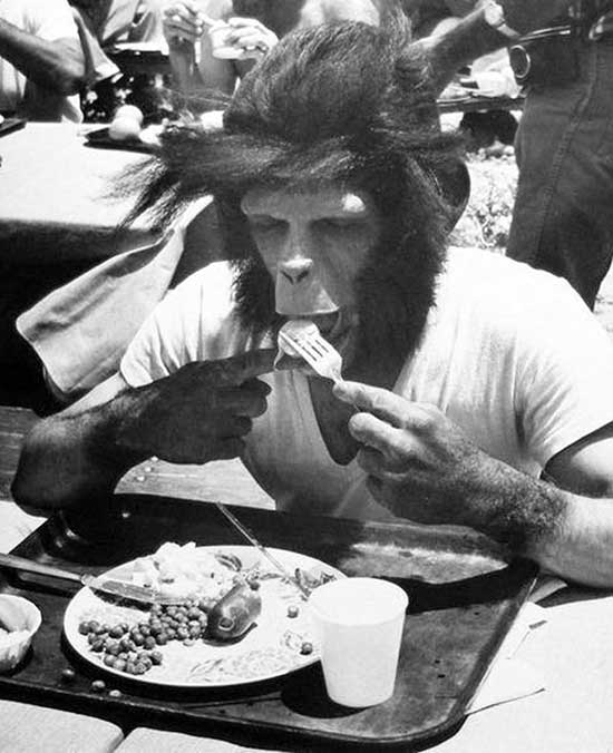 Roddy McDowell eating lunch on set of Planet of the apes. ~.~ funny pics & memes