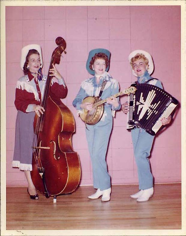 I LOVE this photo. Ya think their sisters? .~.~.~ Awkwardly funny family photos vintage color snap country wester trio
