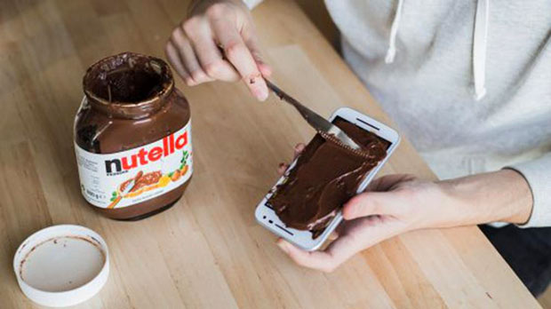 Mmmmmm.... Nutella... spreading on iPhone, funny pics