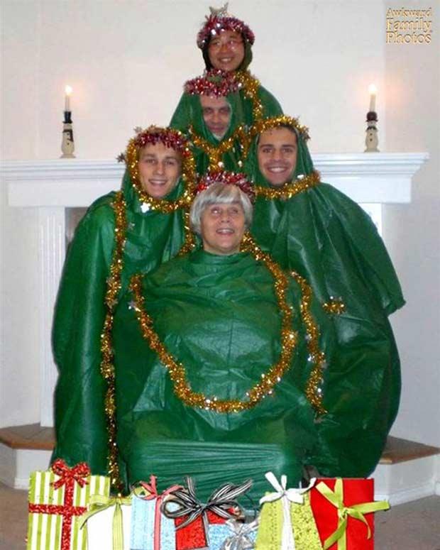29 Funny Amp Awkward Family Christmas Photos Vintage