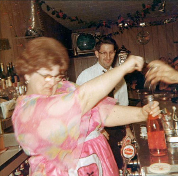 Word to the wise...If you want to keep your hand, keep it away from mom's vino. … ~.~ ... Funny Awkward family photos, vintage snapshots, holiday party