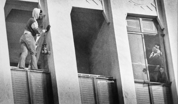 Muhammad Ali talks asuicidal man down from the ninth-floor ledge of an L.A. high-rise in 1981.