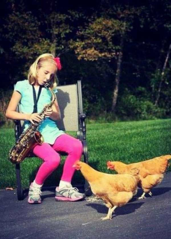 Amanda finally found an accepting audience for free form acid jazz. ~.~ ffunny awkward family vintage photos