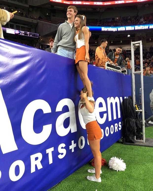 funny pics cheerleader lift