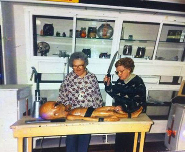 34 Funny Memes and Random Pics with Humous Convictions ~ old women kitchen alien autopsy
