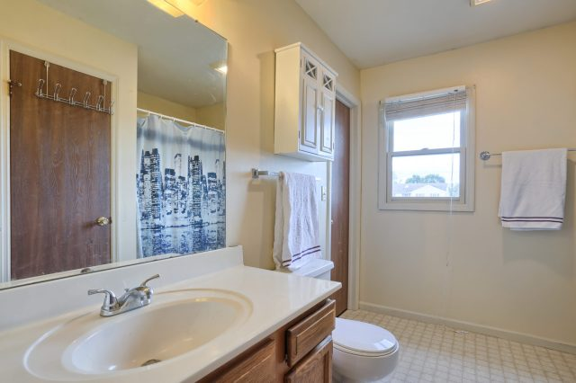 2160 Walnut St - Bathroom
