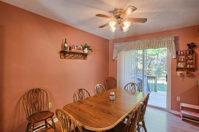 594 Cloverbrook Dr - dining area