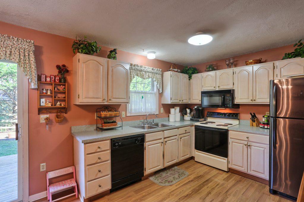 594 Cloverbrook Dr - kitchen