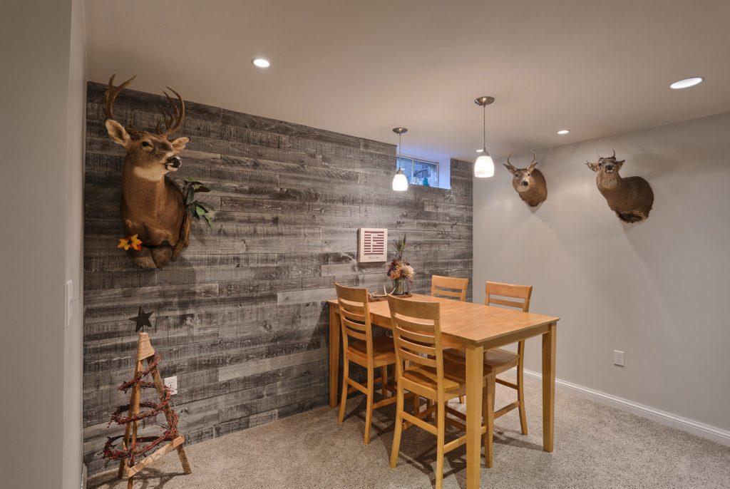 594 Cloverbrook Dr - accent wall