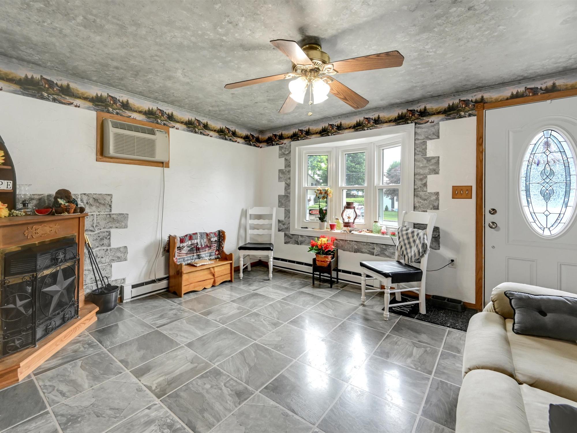 1617 Greenwood Dr. - Living room 1