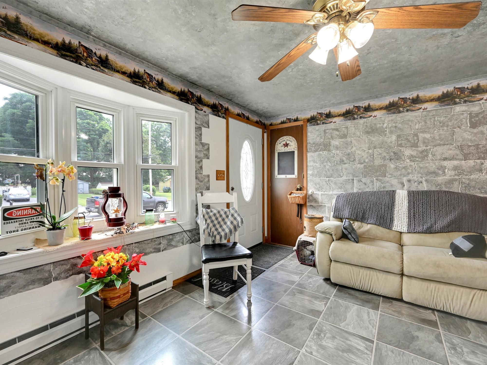 1617 Greenwood Dr. - Living room 2