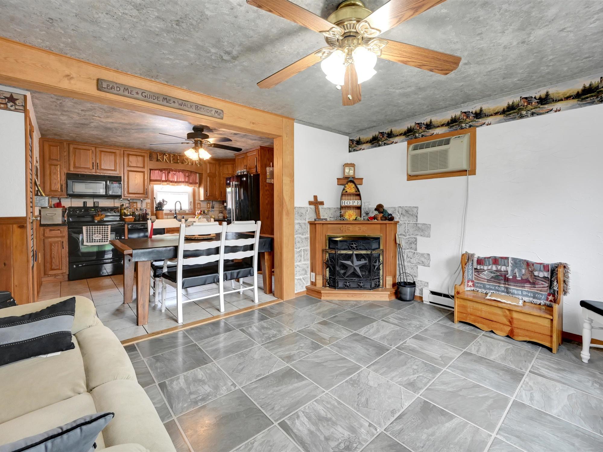 1617 Greenwood Dr. - Living room 3