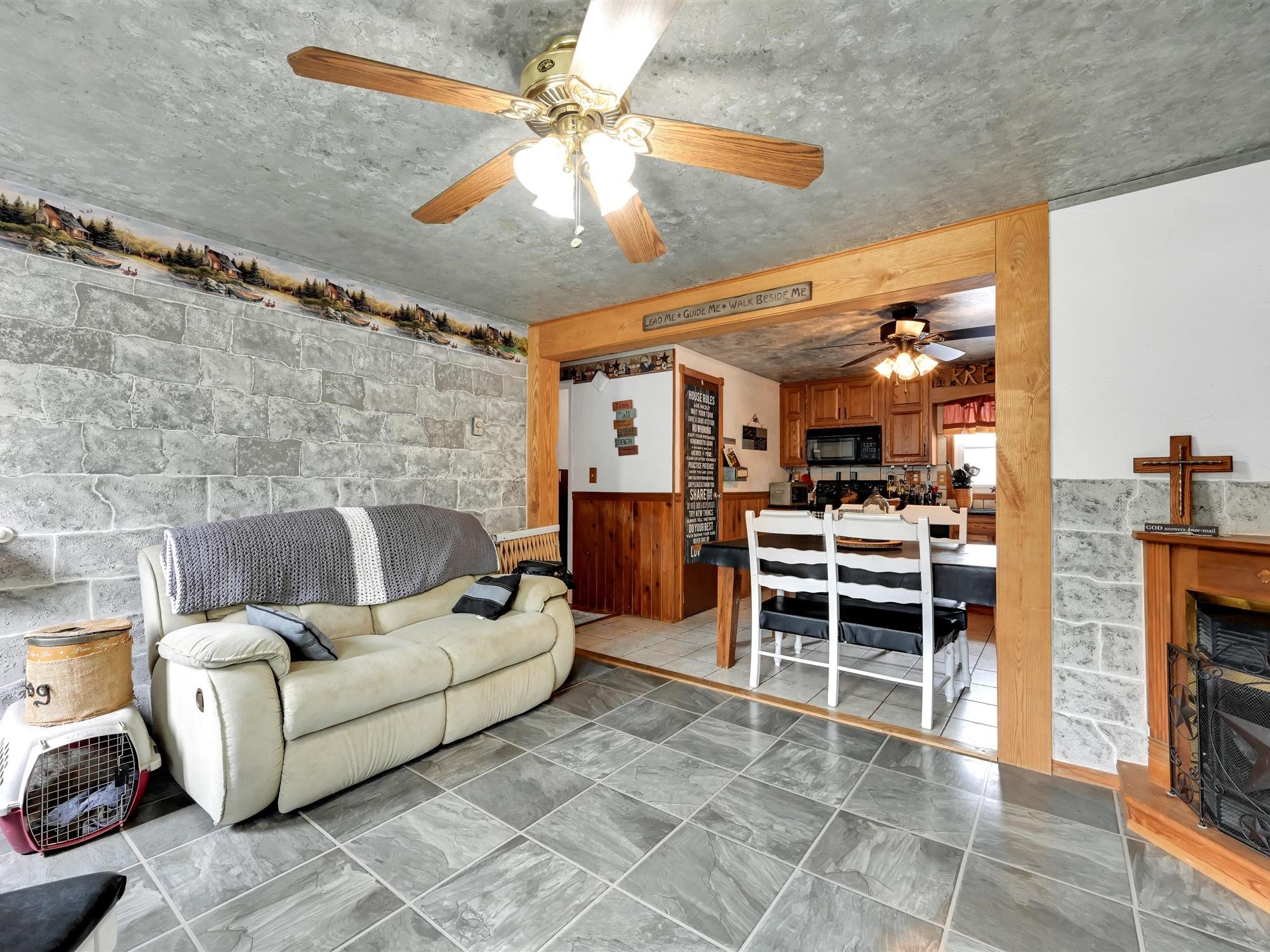 1617 Greenwood Dr. - Living room 4