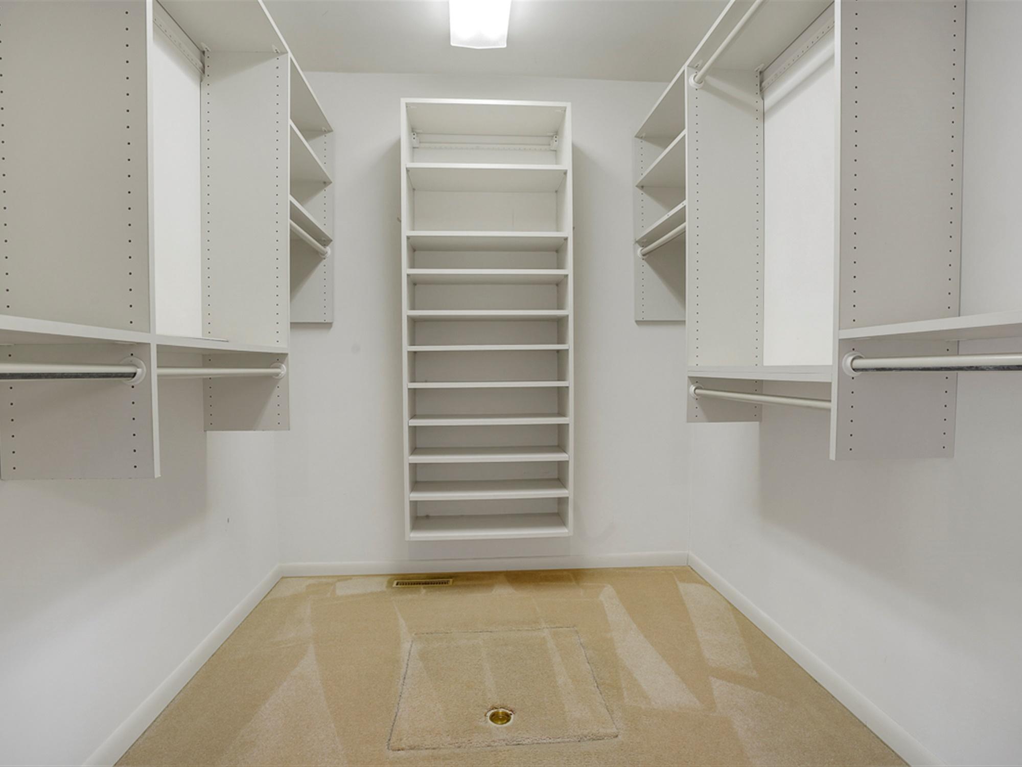964 Reber St - Master Suite Closet