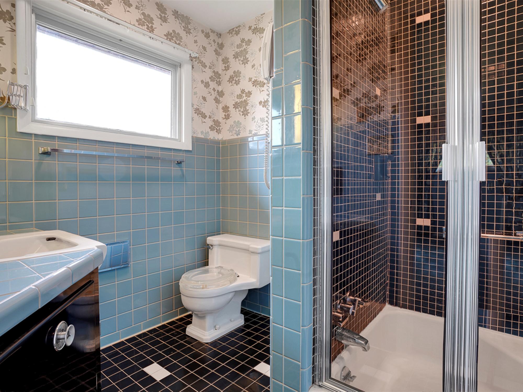 964 Reber St - Princess Suite bathroom