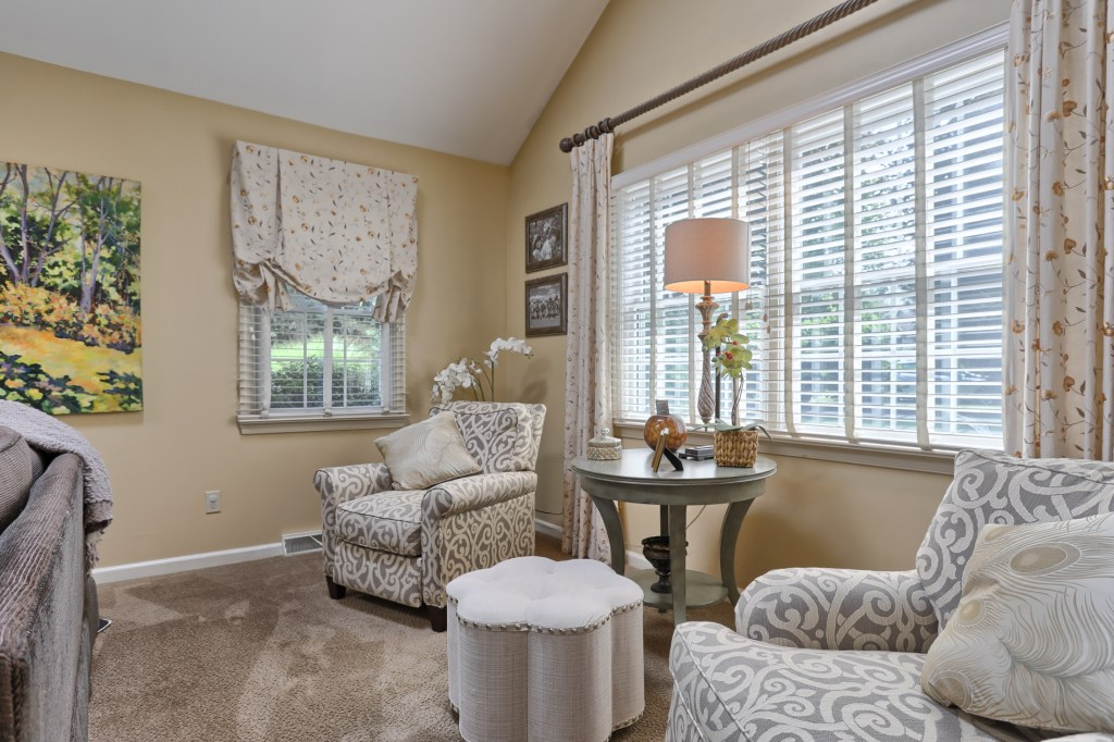 233 Troon Way - Living Room Sitting Area