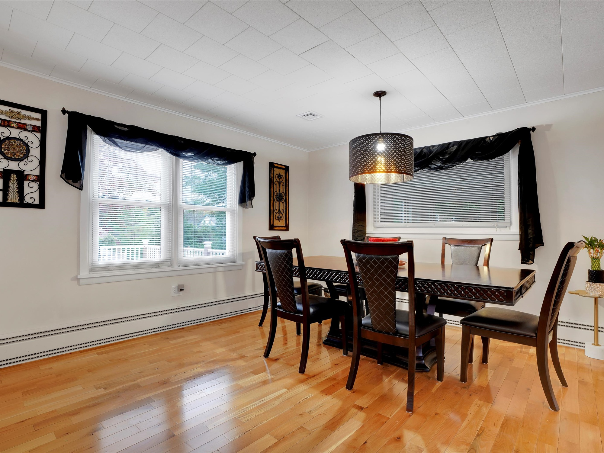 2022 Kline St - Charming single family home with dining room
