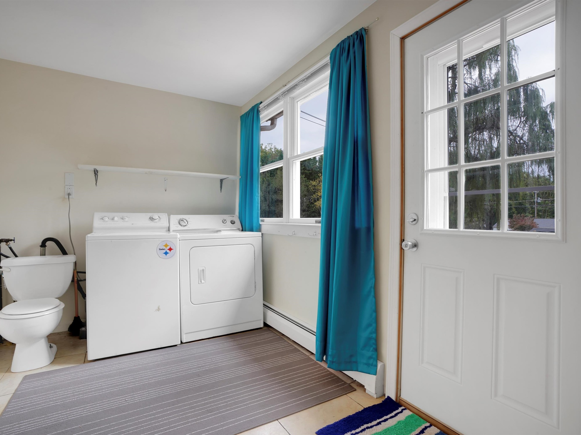 2022 Kline St - Laundry room