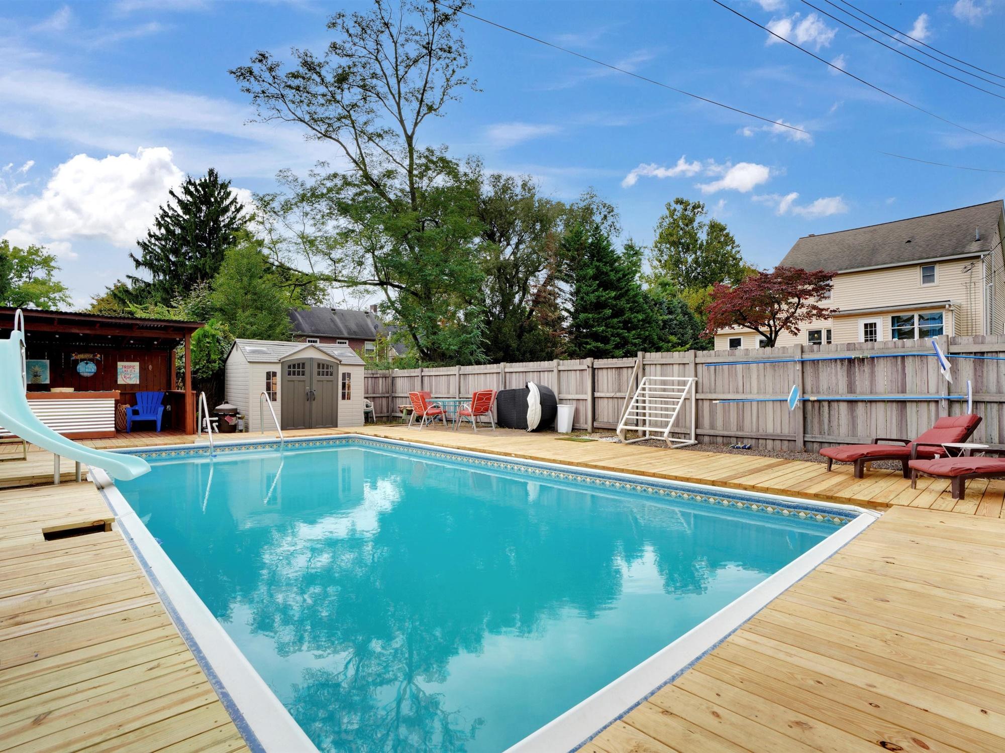 2022 Kline St - fenced in pool