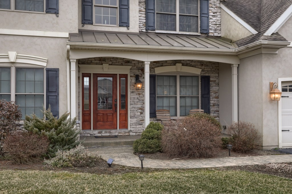 2000 Mallard Lane - Front porch welcomes you to this spacious cedar crest home