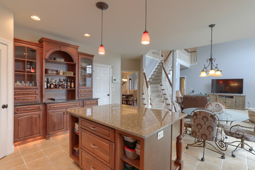 2000 mallard lane - spacious cedar crest home with open floor plan