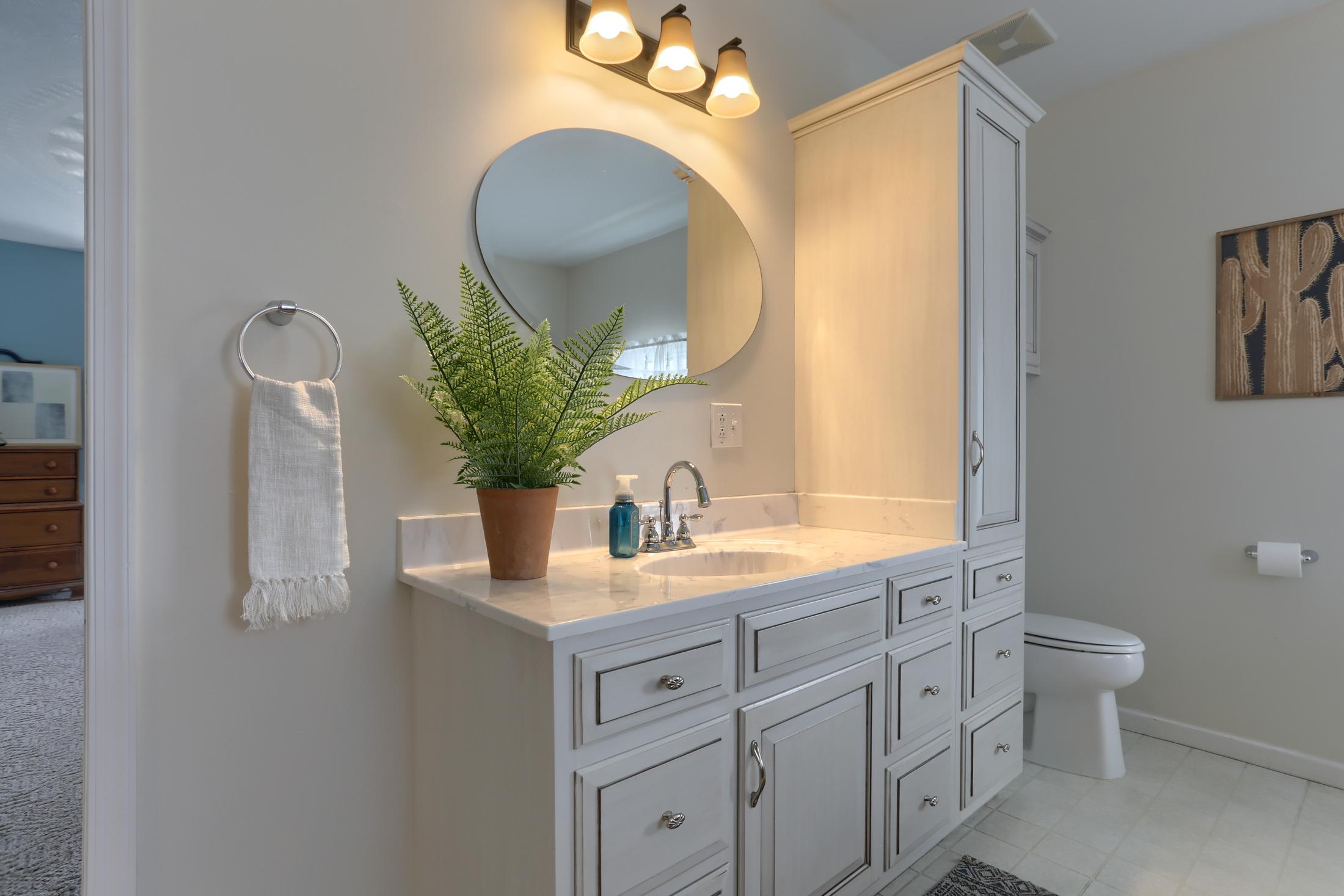 285 Strack Drive - Master Bathroom